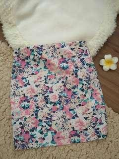 🚚 Bershka floral Mini skirt