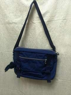 🚚 Kipling 藍色側背包