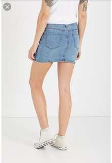 🚚 Cotton on demin mini skirt in white