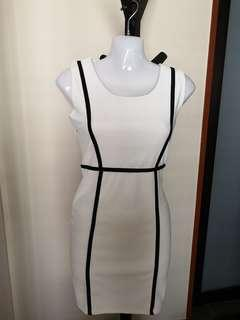🚚 Bodycon white dress with defined lines