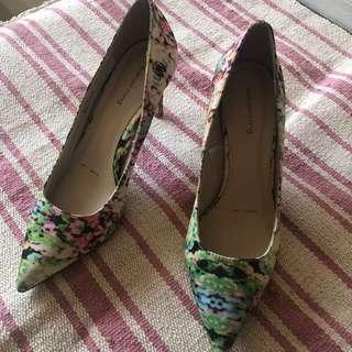 Printed pointy heels