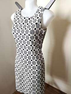 🚚 Geo designed figure flattering dress in cream