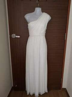 🚚 Off shoulder Chiffon pearls gown in ivory white