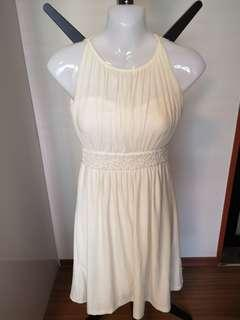🚚 Chiffon pearl gown in ivory white