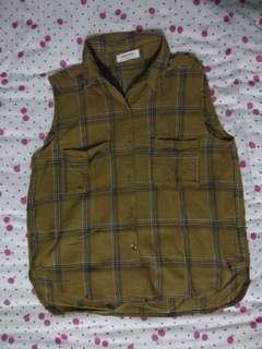 Olive sleeveless botton down shirt