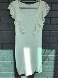 米白。蕾絲洋裝