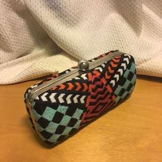 🚚 Zara embroidered hard-shell purse