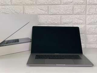 MacBook Pro 15 Inch 2018 Retina display i7 2.6Ghz 16Gb 512ssd Brand new