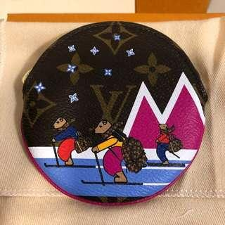 Louis Vuitton Xmas Animation Round Coin Ski Bear