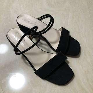🚚 Black Strappy block heels