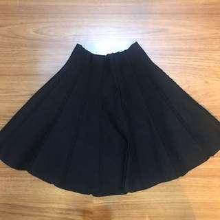 Knit black skirt (new)