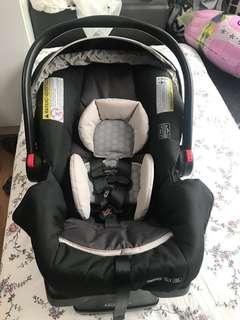 Graco SnugRide 35 Infant car seat (with base and instruction manual)