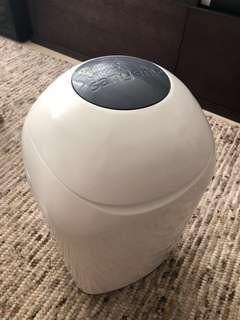 Tommee Tippee 尿片隔味垃圾桶(送1.5 個全新垃圾袋芯)