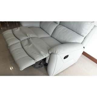 Two-seater extendable sofa