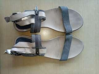 20d5728195d66 preloved sandals size 7