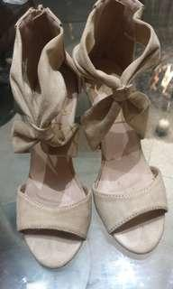 So fab nude beige shoes
