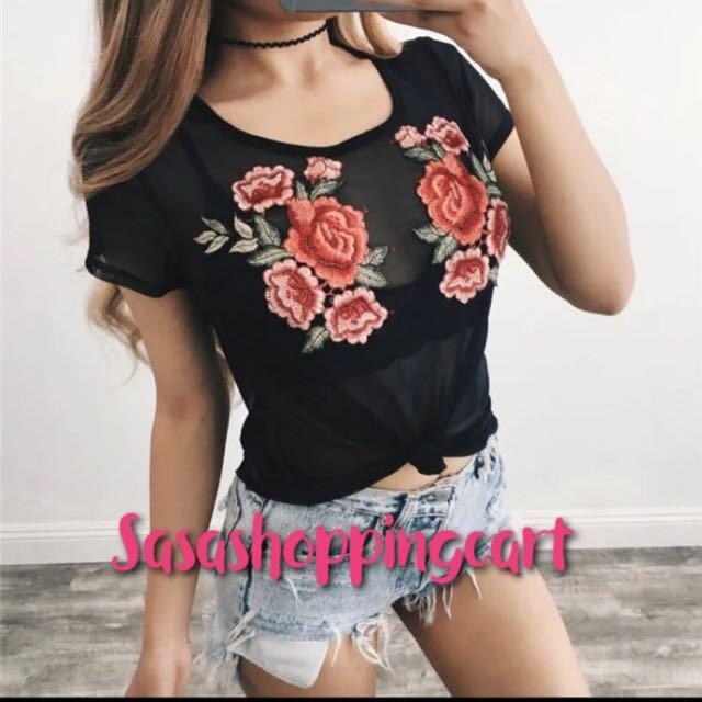 (Black) Round neck short sleeve embroidered flowers black perspective leisure wild women 's gauze T - shirt