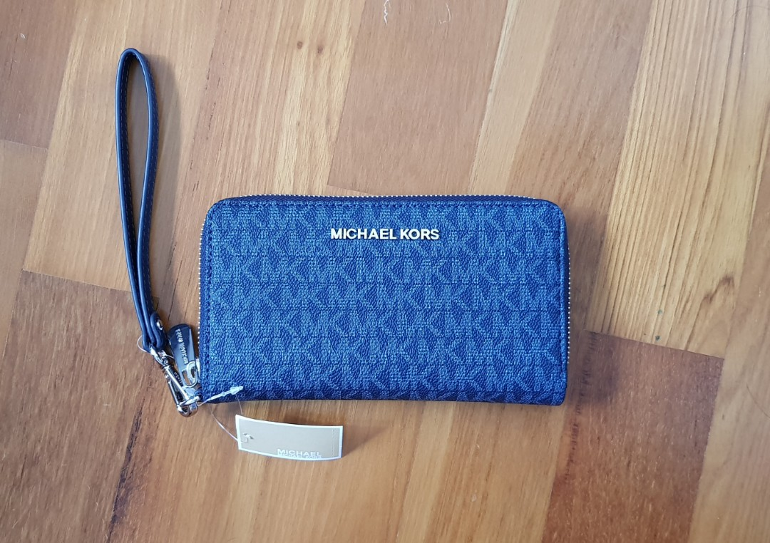 cebf31274cd2 CNY SPECIAL! NEW Authentic MICHAEL KORS JET SET TRAVEL WRISTLET ...