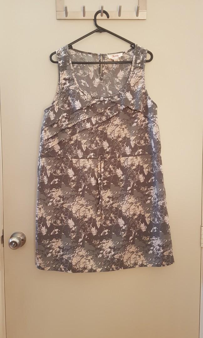 Kenji short patterned sleeveless grey dress with drawstring waist size 14
