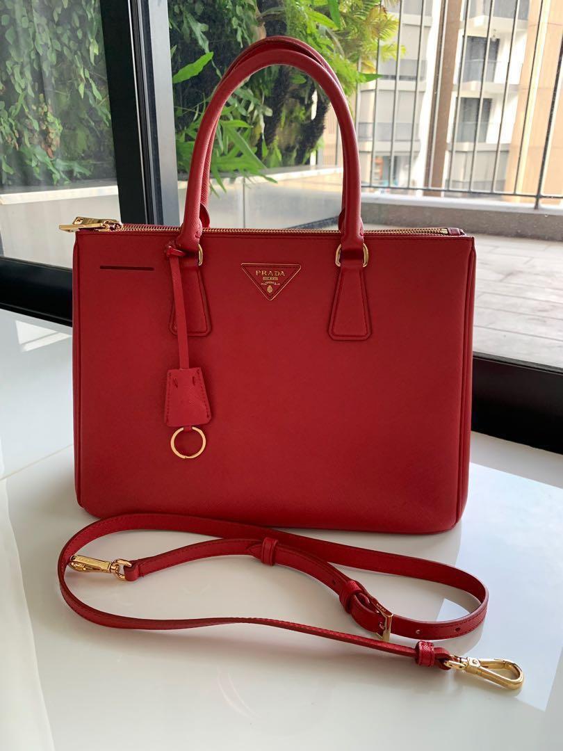 3b503d758fa4 Prada Saffiano Lux Double Zip tote with strap (Pre-Loved ...