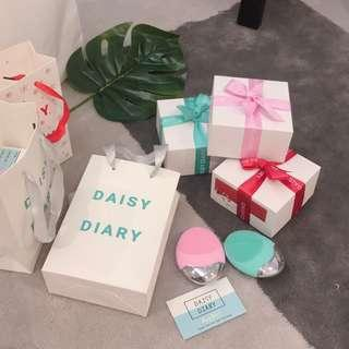 FACE CLEANSING DEVICE - Daisy Diary