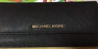 🚚 9成5新~正品Michael kors黑色防刮經典輕薄長夾