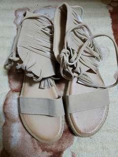 🚚 (全新)(如圖)跟鞋/涼鞋/拖鞋/平底鞋/休閒鞋/帆布鞋/楔形鞋(Y910杏-37)