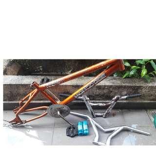 BMX Mongoose Accalarate