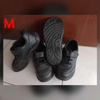 🚚 Bata School shoes (Black)