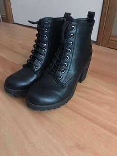 *price drop* Ankle boot heels