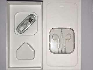 Apple iPhone Accessories (Lightning, Charger, 3.5mm EarPods)