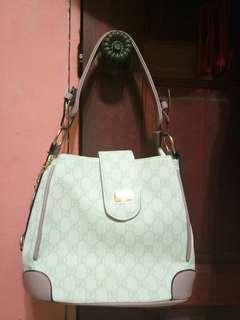 Handbag (free purse)