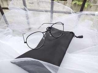 Kacamata fashion free pouch