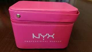 🚚 NYX粉紅色附鏡子化妝箱