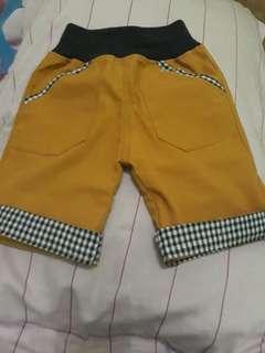 Celana pendek anak,masih baru ,beli ngk muat di anak saya size 4 uk anak 2 sampai 4tahun.
