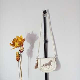Tas kecil merek HnM dimensi tas 15 x 15 cm  tali 80 cm
