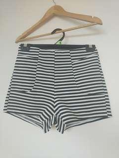 Striped shorts 8 with pockets