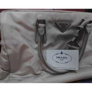 prada hand bag bn2300