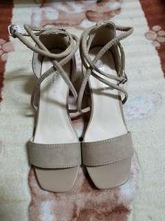🚚 (全新)(如圖)跟鞋/涼鞋/拖鞋/平底鞋/休閒鞋/帆布鞋/楔形鞋(715-3杏-37)