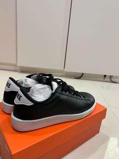 🚚 Brand new Nike sneakers!