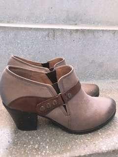 🚚 阿瘦皮鞋真皮短筒高跟靴(附贈阿瘦皮鞋鞋墊)