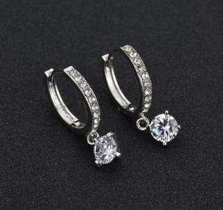 🚚 Swarovski elements crystal solitaire earring