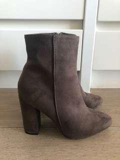 Suede heeled boots - Brown