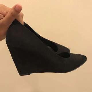 Vincci Black Wedge Heels