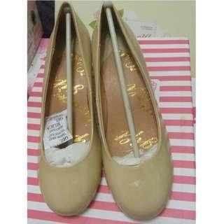 Grace gift 簡約低跟包鞋 OL 上班族的最愛    37號  23.5cm  全新品   需先匯款才出貨  運費另計60元