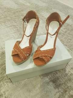 Vincci Brown Wedges with Straps