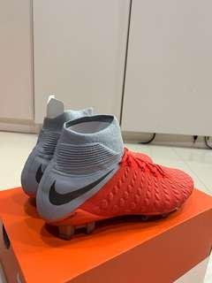 🚚 Nike hyper venoms brand new