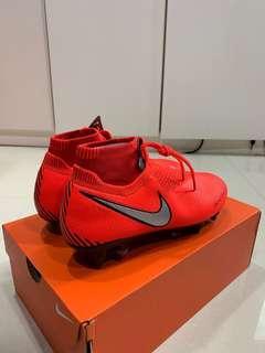 🚚 Brand new Nike phantom