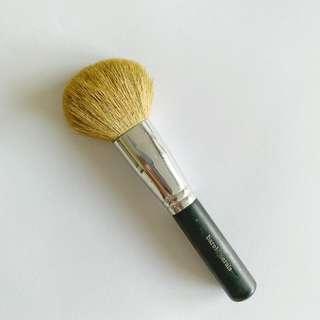 🚚 Branded makeup brushes