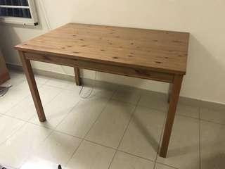 🚚 Ikea dining table without chairs